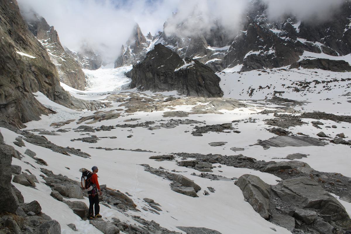 Charpoua glacier, the hut is on the rock island