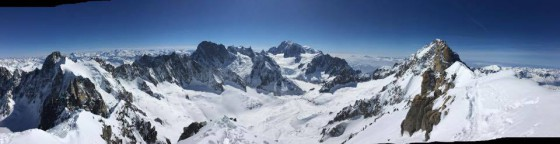 Uitzicht vanaf Les Courtes, links de Grandes Jorasses en daar achter de Mont Blanc